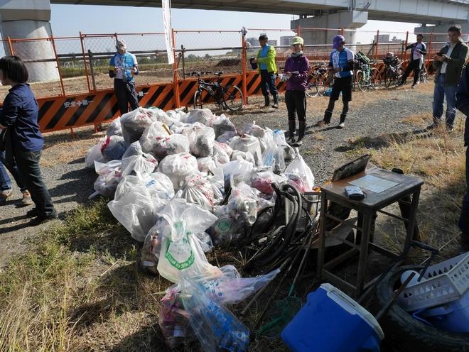 41人が集めたゴミ。総数量はこれまでよりも少ないが、重い物が多い。
