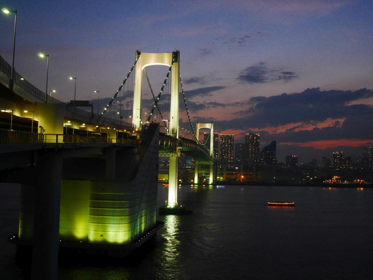北側遊歩道では、東京タワーを始めとする、東京の夜景を満喫できます。